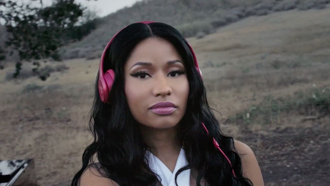 Nicki Minaj - Solo Selfie