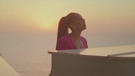Alicia Keys hits the history notes